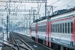 Trem do russo Comboio de passageiros R?ssia Metallostroy 8 de mar?o de 2019 fotos de stock royalty free