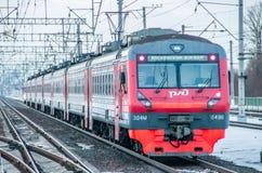 Trem do russo Comboio de passageiros R?ssia Metallostroy 8 de mar?o de 2019 fotografia de stock royalty free