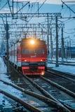 Trem do russo Comboio de passageiros R?ssia Metallostroy 8 de mar?o de 2019 foto de stock royalty free