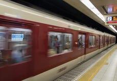 Trem do sinal do metro na estação Imagens de Stock