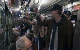 Trem do vintage da baixa tensão do passeio dos fãs do ianque ao estádio para o openin Imagens de Stock
