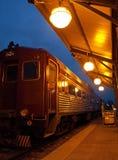 Trem do vintage na noite imagens de stock