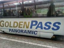 Trem dourado da passagem Imagens de Stock