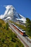 Trem e Matterhorn de Gornergrat. Switzerland fotografia de stock royalty free