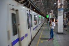 Trem e povos do metro Foto de Stock