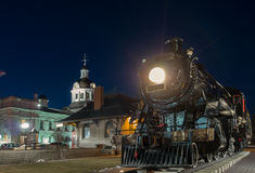 Trem, estação e câmara municipal velhos Foto de Stock