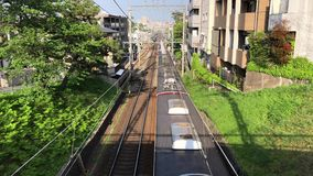 Trem expresso que passa através de Shukugawa, Japão vídeos de arquivo