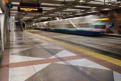 Trem leve do trilho no túnel do trânsito Imagens de Stock