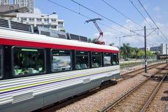 Trem movente em Hong Kong imagens de stock