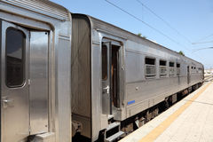 Trem na estação de comboio imagem de stock royalty free