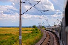 Trem na estrada de ferro foto de stock royalty free