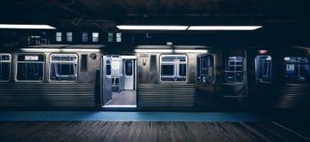 Trem na noite imagens de stock royalty free