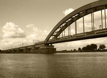 Trem na ponte Fotos de Stock