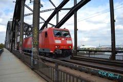 Trem no Bridg Foto de Stock
