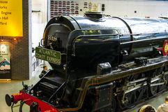 Trem no museu Railway nacional em York, Yorkshire Inglaterra Foto de Stock Royalty Free