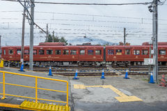 Trem parado na estação de trem de Kawaguchiko Imagens de Stock Royalty Free