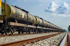 Trem que corre nas trilhas Imagem de Stock