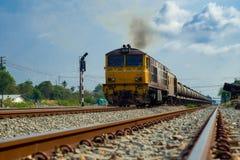 Trem que corre nas trilhas Fotografia de Stock