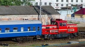 Trem que transporta a carga Fotografia de Stock