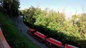 Trem turístico a San Luca Church da Bolonha vídeos de arquivo
