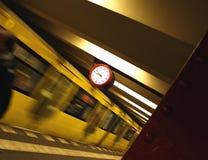 Trem U2 em Berlim imagens de stock royalty free