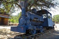 Trem velho na exposição em Coulterville, Califórnia imagem de stock