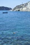 Tremitieilanden Mens die in trasparent water zwemmen Royalty-vrije Stock Afbeeldingen