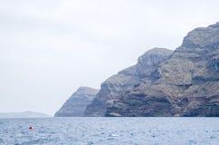 Trempez les rivages de l'île Santorini de Terasiaamd d'île images stock