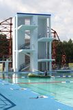 Tremplin pour des sauts dans l'eau Image libre de droits