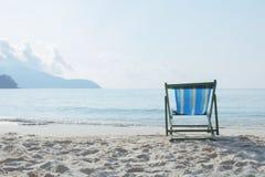 Trempoline de trempoline sur la plage, la plage, la mer et la relaxation photographie stock