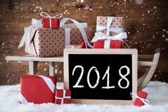 Trenó com presentes, neve, flocos de neve, texto 2018 Fotografia de Stock Royalty Free