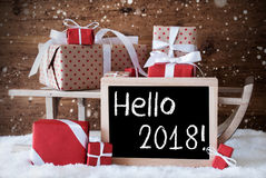 Trenó com presentes, neve, flocos de neve, texto olá! 2018 fotografia de stock royalty free