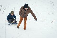 Trenó das crianças no inverno no ar fresco Fotos de Stock Royalty Free