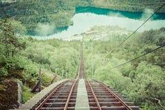 Tren abandonado viejo en la manera a Trolltunga, Noruega fotografía de archivo