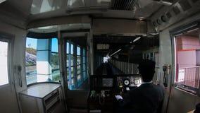 Tren al parque de la flor de cerezo en Japón almacen de video
