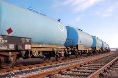 Tren azul con el carro del silo imagen de archivo libre de regalías