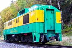 Tren blanco Skagway de salida Alaska del paso 95 imagenes de archivo