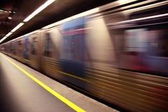 Tren blured en el movimiento Fotografía de archivo