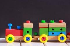 Tren colorido, juguete de madera Fotografía de archivo