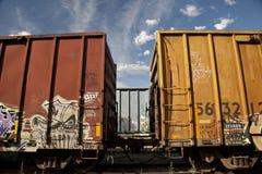 Tren con la pintada Imágenes de archivo libres de regalías