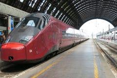 Tren de alta velocidad en la estación Imagenes de archivo
