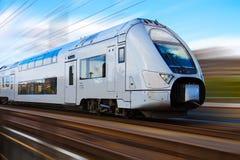 Tren de alta velocidad moderno imágenes de archivo libres de regalías