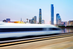 Tren de alta velocidad a través de Guangzhou fotos de archivo libres de regalías