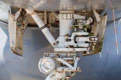 Tren de aterrizaje de nariz de aviones Imagenes de archivo