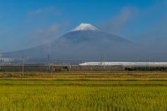Tren de bala del monte Fuji y de Shinkansen Imágenes de archivo libres de regalías