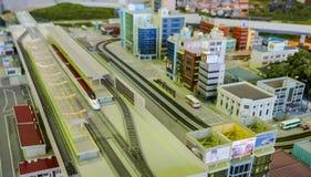 Tren de bala en una diorama de la ciudad imagenes de archivo
