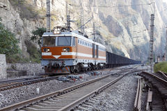 Tren de carga. imagenes de archivo