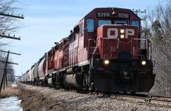 Tren de carga de la locomotora diesel Imágenes de archivo libres de regalías