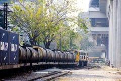 Tren de carga en la estación Imagen de archivo