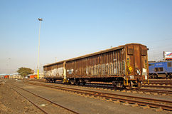 Tren de carga en la vía Foto de archivo libre de regalías
